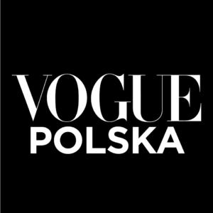 czarne tło a na nim biały napis vogue polska
